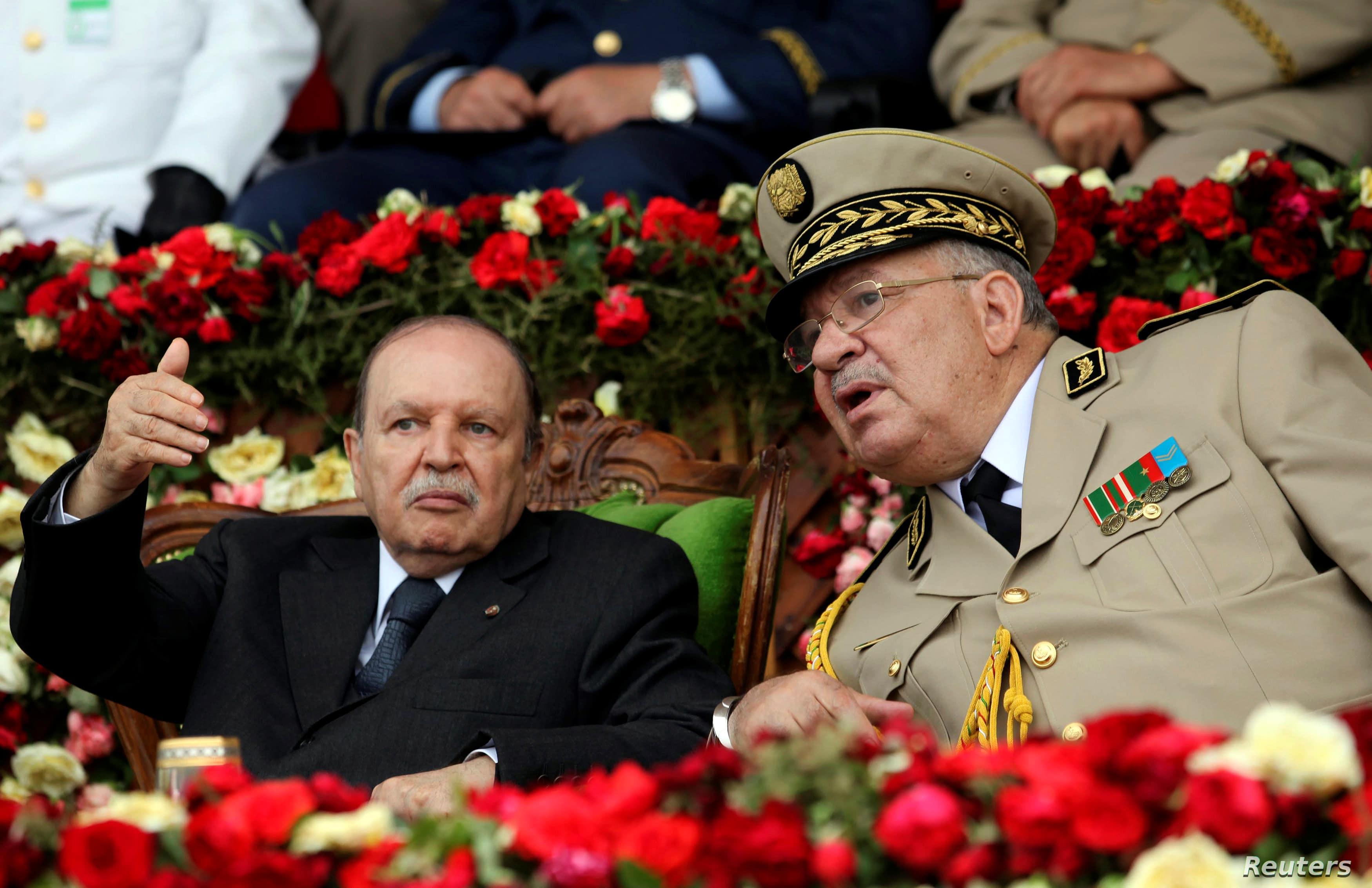 بوتفليقة مع قائد الجيش