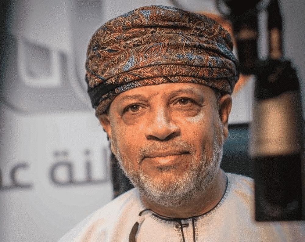 كاتب عُماني يتحدّث بجرأة غير مسبوقة عن سعي الإمارات للسيّطرة على السلطنة اقتصادياً وسياسياً