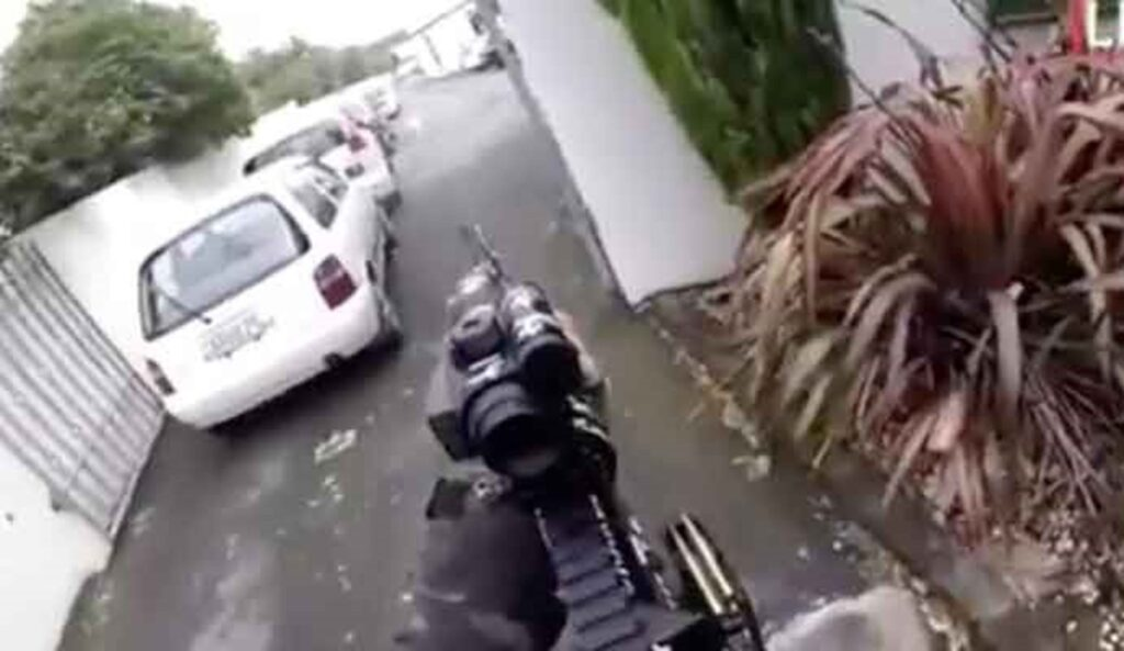 أول وأخر كلمة نطق بها الضحية الأولى لسفاح المسجدين بنيوزيلندا تتحول لوسم تصدر التريند العالمي