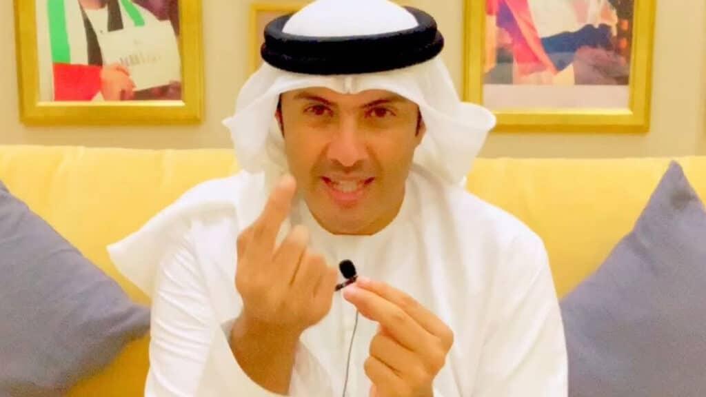 """""""فيديو"""" المذيع الإماراتي الذي قبّل حذاء """"بن زايد"""" يمسح الأرض بـ""""وسيم يوسف"""" ويصفه بـ""""ممثل فاشل"""""""