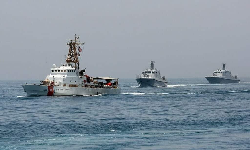 قوات بحرية قطرية وقوات بحرية بريطانيا