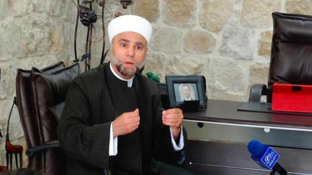 """خطيب المسجد الأموي بدمشق صعد المنبر وأمسك بالعلم وقال: """"سيدي بشار سيدهس أردوغان في إدلب"""""""