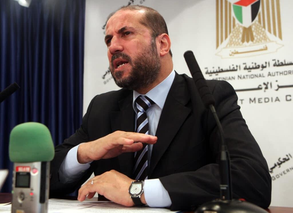 """تصريح خطير – """"شاهد"""" محمود الهباش يدعو لقتل كل من يطالب رئيس السلطة بالرحيل!"""