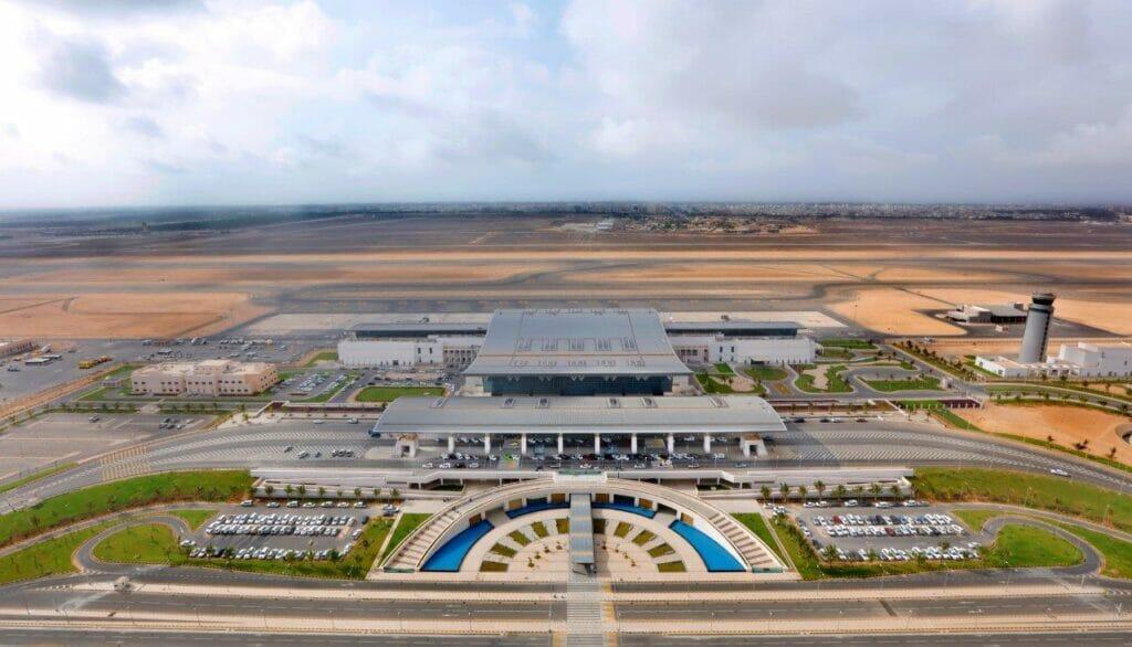 """""""شاهد"""" مطار صلالة الدولي بسلطنة عُمان أول مطار بالشرق الأوسط يحصد هذه الجائزة العالمية"""