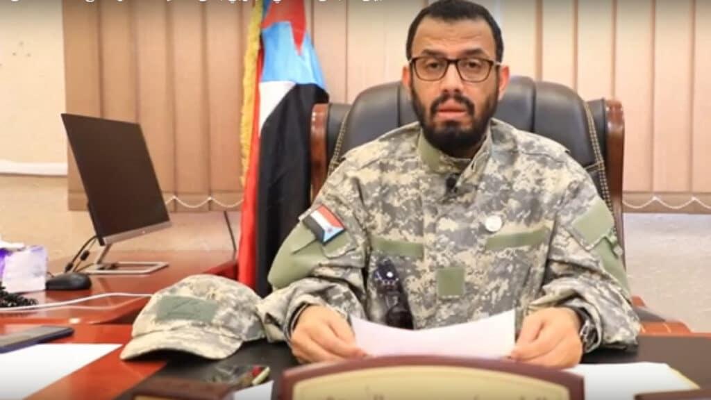 """قيادي يمني موالٍ للإمارات يهاجم قناة """"العربية"""" ويصفها بـ""""بالاخوانجية"""" ويثير سخرية واسعة"""