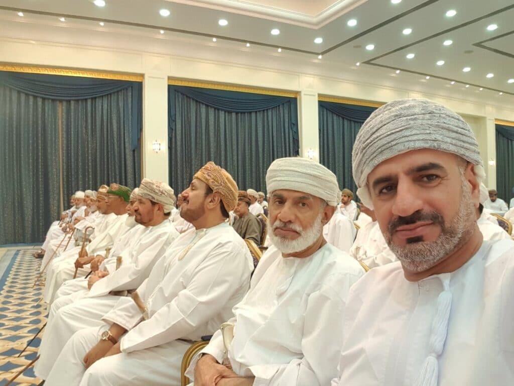 نائب رئيس مجلس الشورى العماني السابق لرجل أعمال بارز: احذف هذه التغريدة.. تسلم