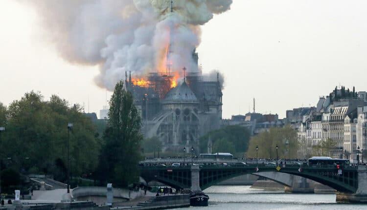 الحريق الضخم الذي شبّ في كاتدرائية نوتردام التاريخية بالعاصمة الفرنسية