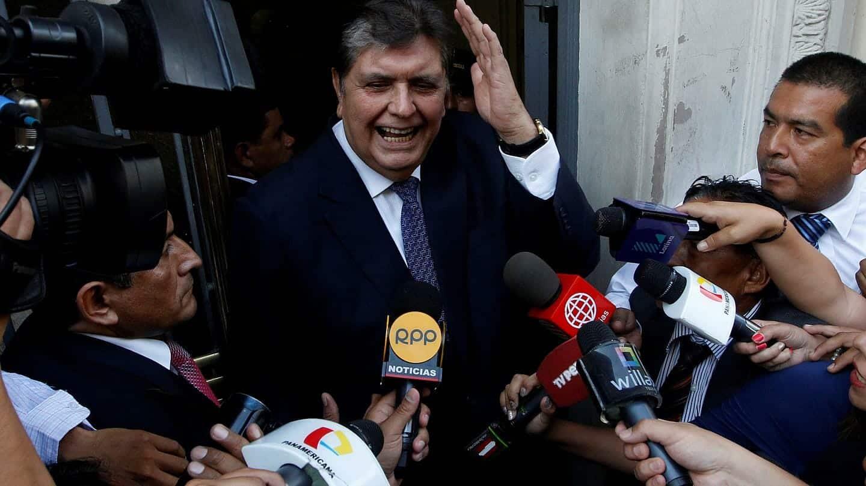أطلق النار على نفسه.. هذا ما فعله رئيس بيرو السابق أثناء محاولة اعتقاله من شقته