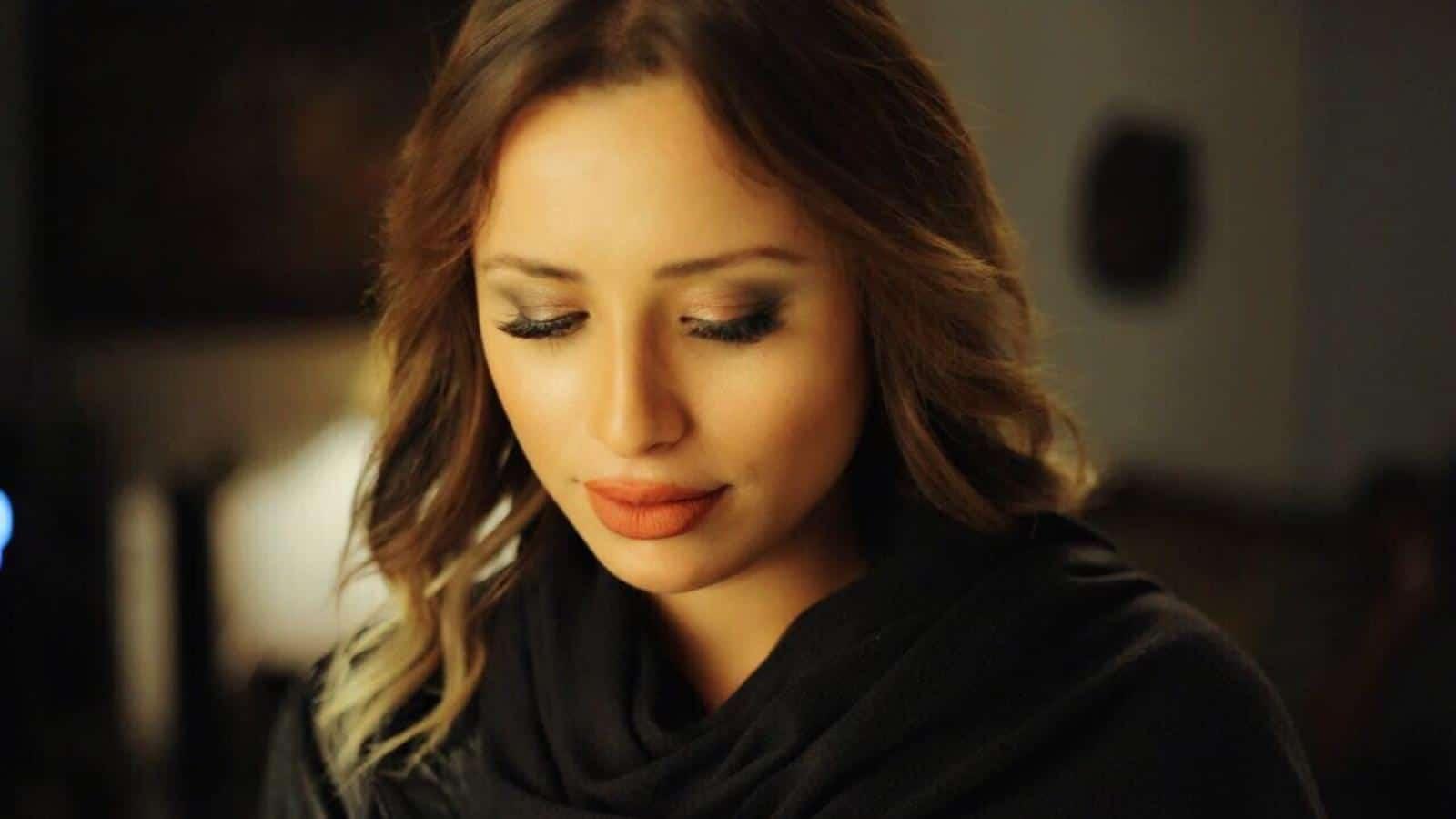 """فنانة تونسية شهيرة: أقسم بالله أنا المهدي المنتظر """"فيديو"""""""