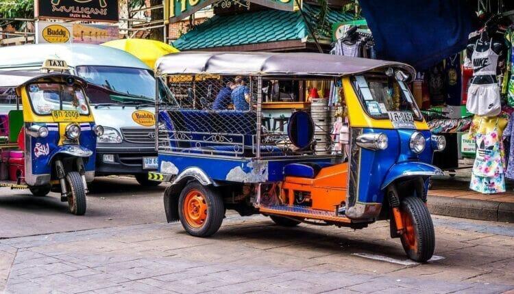 سائقي التوكتوك في العاصمة التايلاندية بانكوك