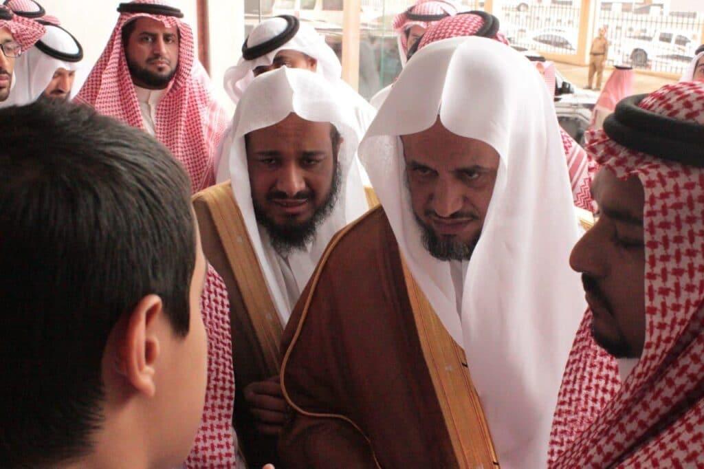 """فيديو صادم.. """"شاهد"""" ما فعله سعودي مع أخته والسلطات تلاحقه بأمر النائب العام"""