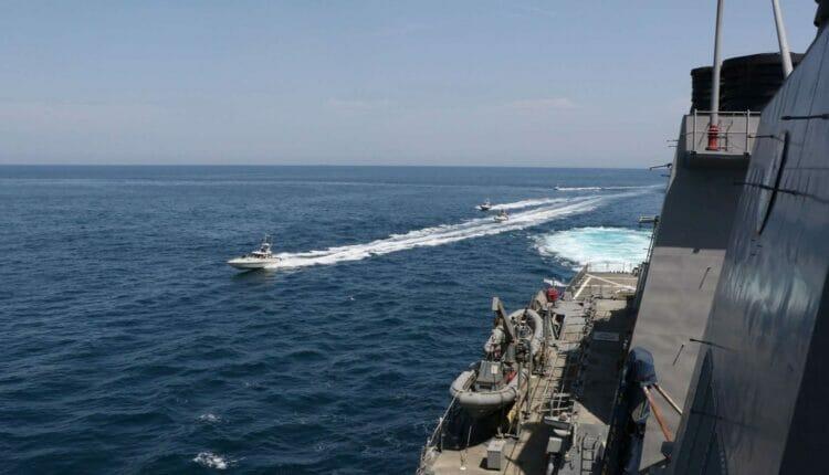 سفن حربية إيرانية تدخل إلى سواحل سلطنة عمان