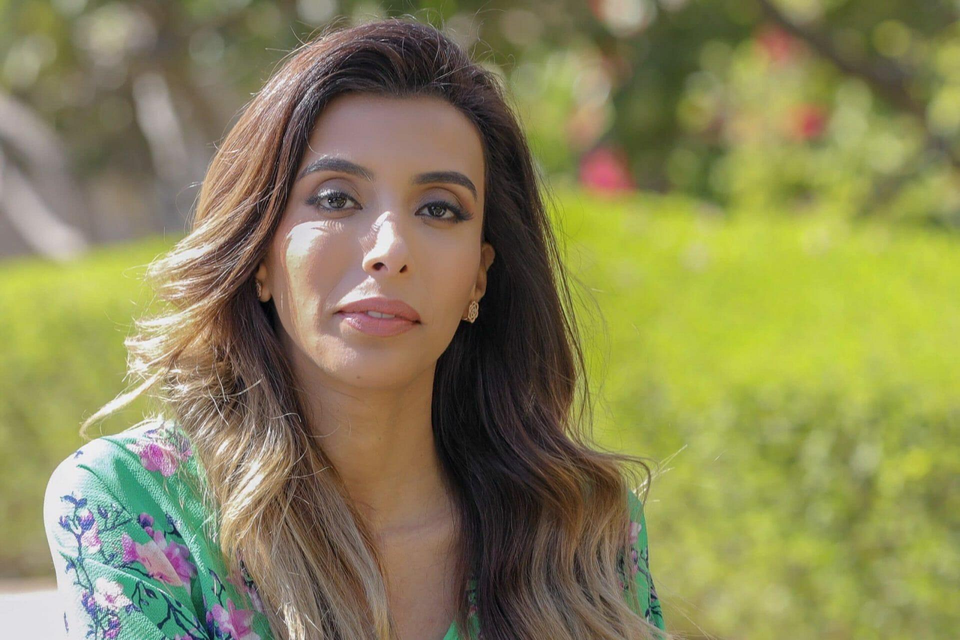 """""""شاهد"""" السعودية سمية الناصر تثير جدلاً واسعاً بعد خلعها الحجاب:"""" المرأة مثل الفرن وسأحصل على طفل بـ فلوسي"""""""