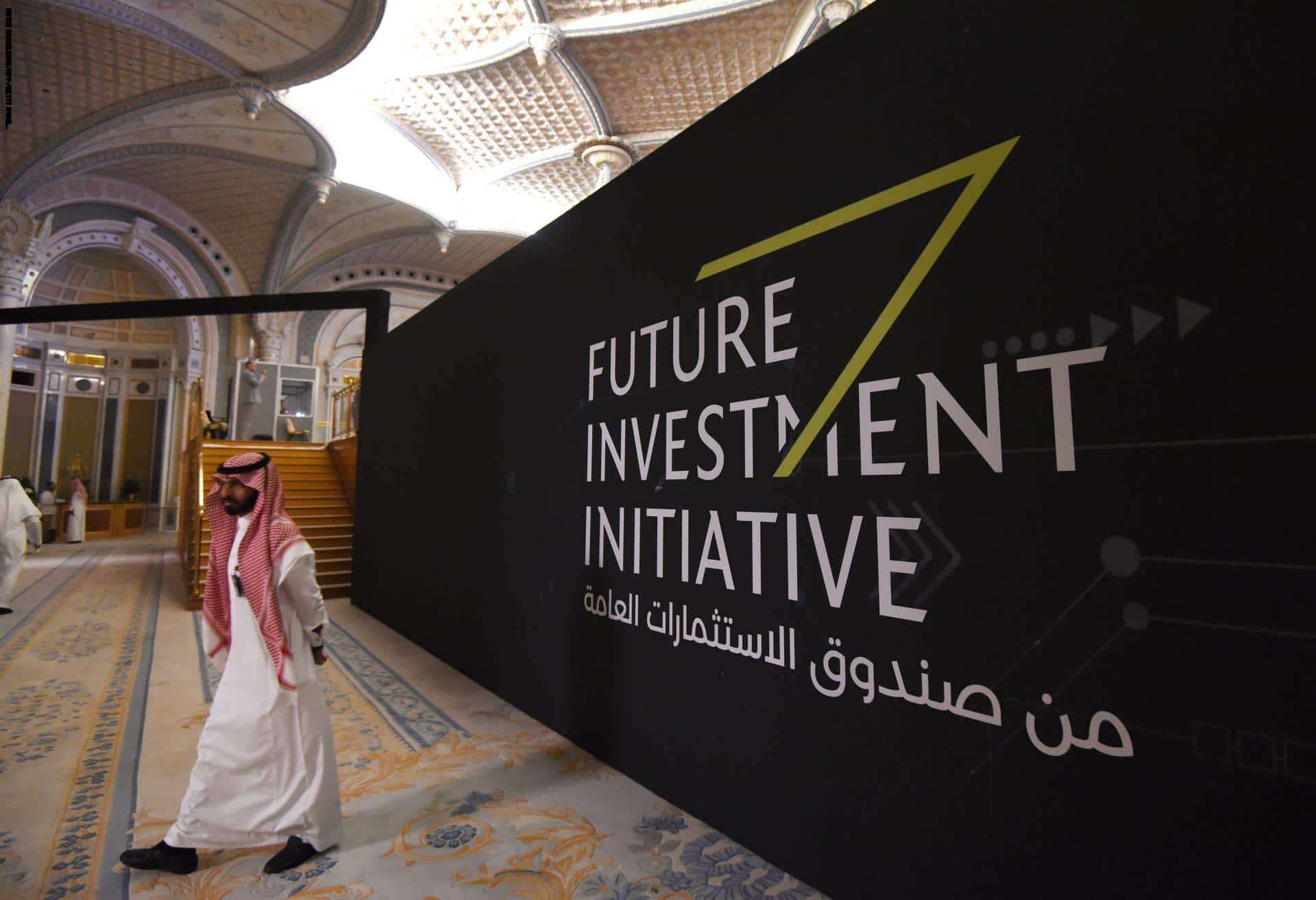 """بينما يُبعثر """"ابن سلمان"""" الأموال هناك وهناك .. السعودية تمدّ يدها لبنوك لاقتراض 8 مليارات دولار!"""