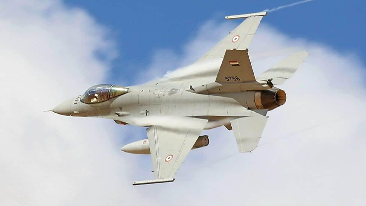 """""""شاهد"""" طائرات حرب تابعة للمخابرات المصرية تُحلق قرب طرابلس الليبية"""