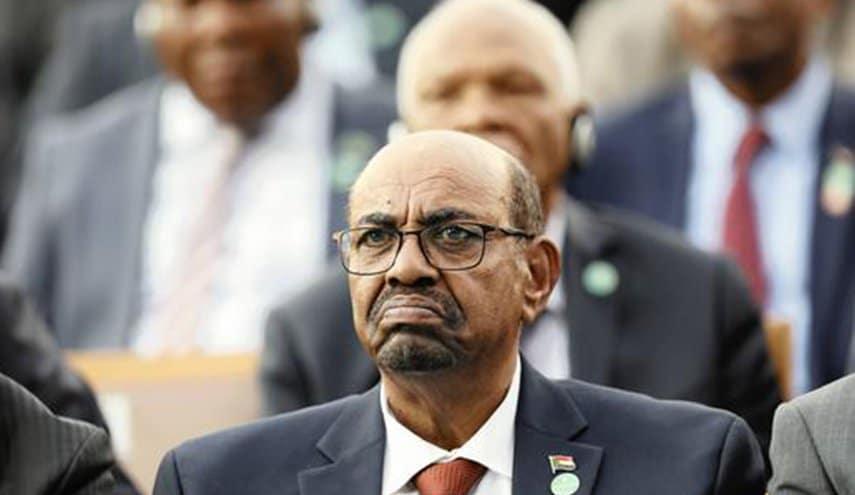 """الرئيس السوداني يخشى مواجهة """"ترامب"""" ويعتذر عن حضور القمة الأمريكية-الإسلامية بالرياض"""