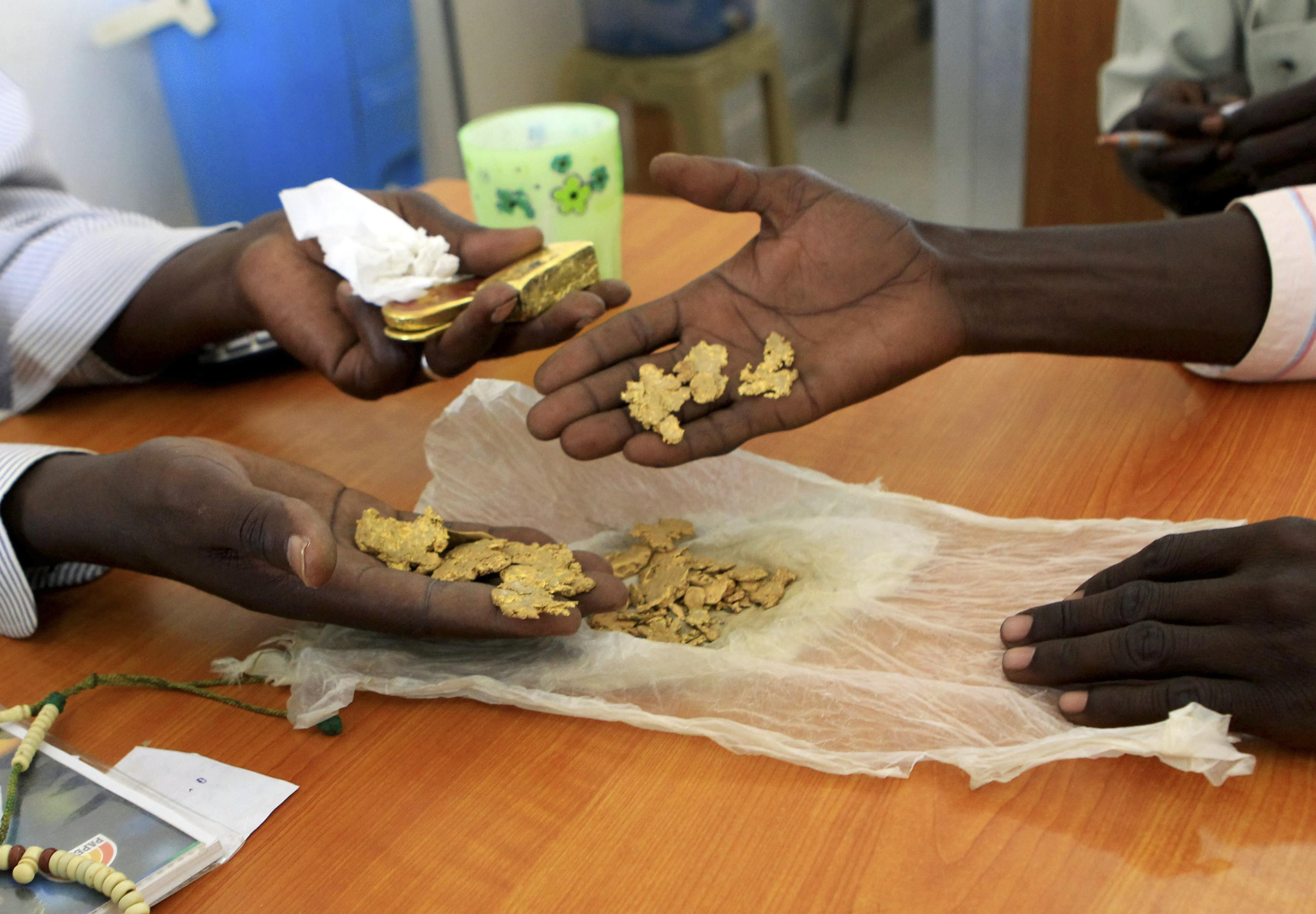 عمليات تهريب الذهب بالمليارات من إفريقيا