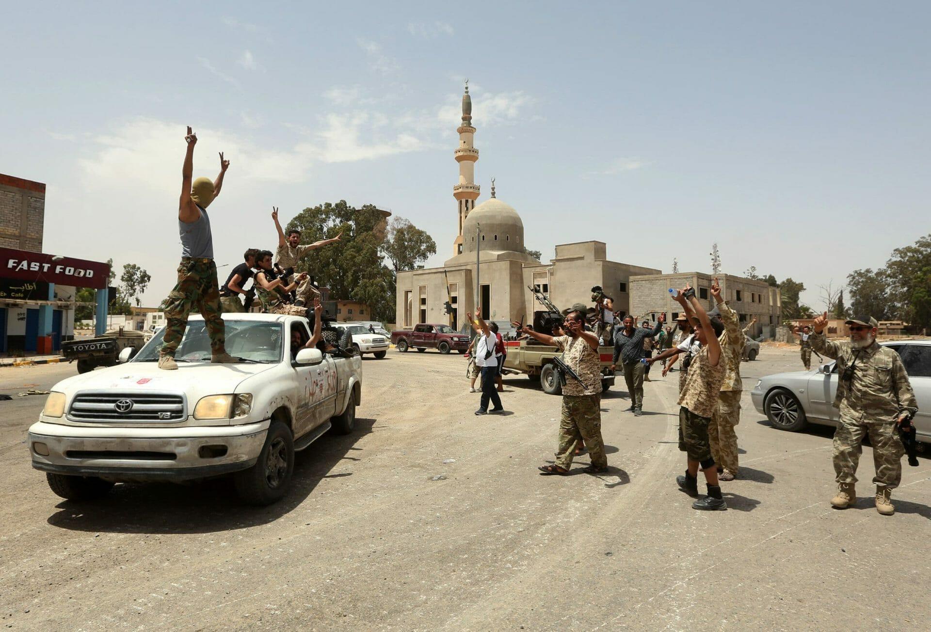 قوات حفتر تتلقّى ضربات جديدة .. إعادة السيطرة على مطار طرابلس ودعم كبير قادم من مصراته