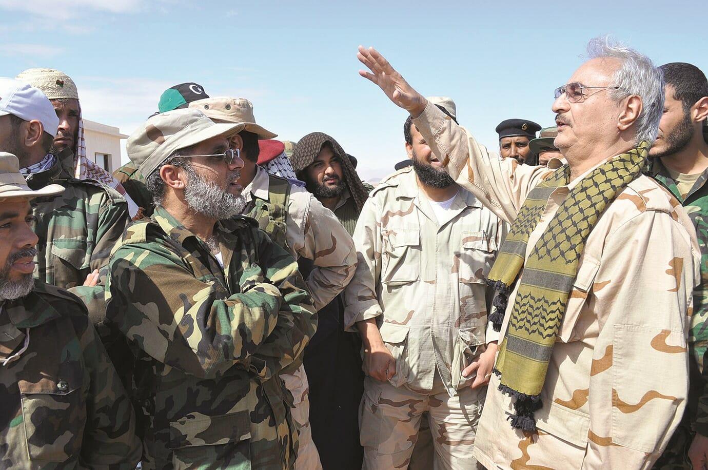 """لطمة على وجه جنرال الامارات المتمرد.. موالون لحفتر يقتحمون موانئ """"الهلال النفطي"""" ويأمرون بإغلاقها"""