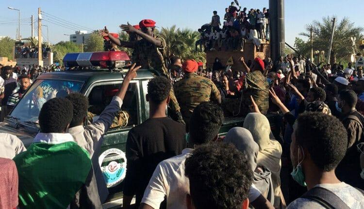 لحظة القبض على وزير الشباب والرياضة السابق حاج ماجد سوار