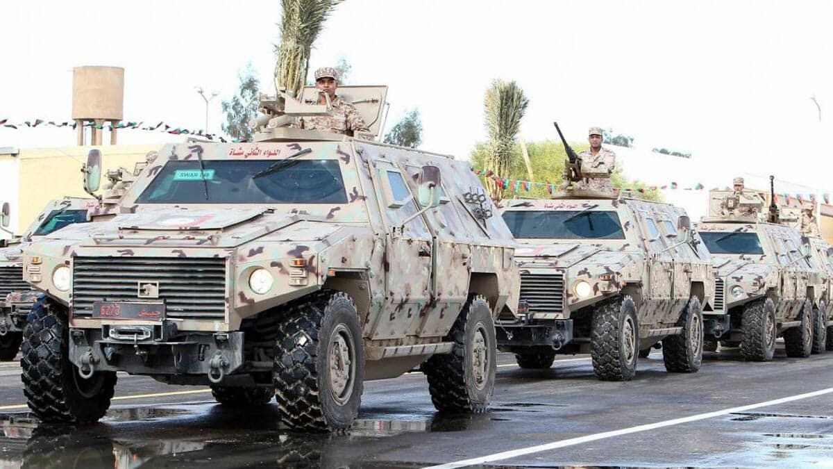 """""""شاهد"""" مدرعات وأسلحة إماراتية ضمن غنائم ثوار ليبيا من قوات خليفة حفتر"""