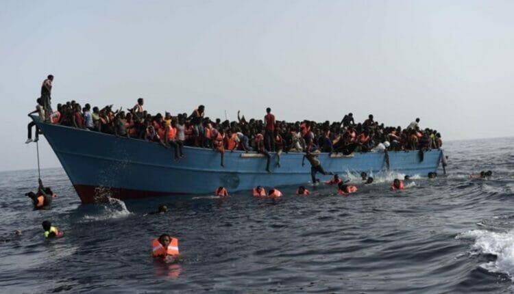 غرق قارب في سلطنة عمان