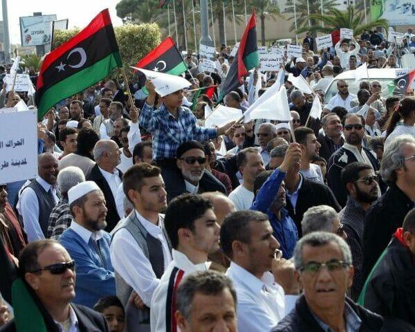 مظاهرات ليبيون امام السفارة السعودية