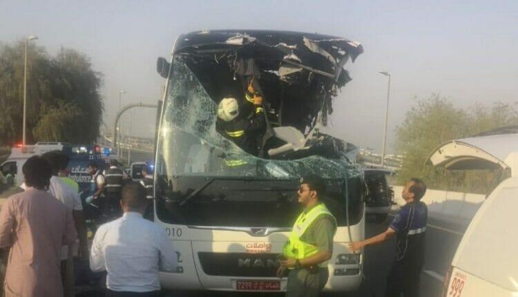 حادث سير مروّع لحافلة تقل في سلطنة عمان
