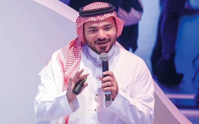 إعلامي سعودي يثير غضبا واسعاً بعد إعجابه بتغريدة صحافي إسرائيلي سخر فيها من حديث نبوي