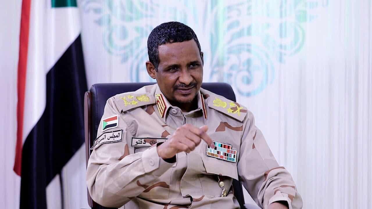 """ضابط إماراتي محذراً السودانيين: """"حميدتي"""" سيستخدم الأعيرة النارية ضدكم خلال الايام القادمة"""
