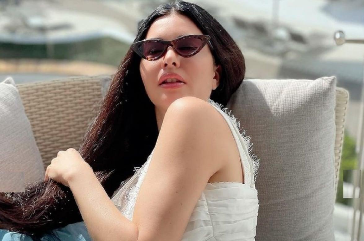 عارضة الأزياء اللبنانية لاميتا فرنجية بروب الاستحمام فقط في دبي!