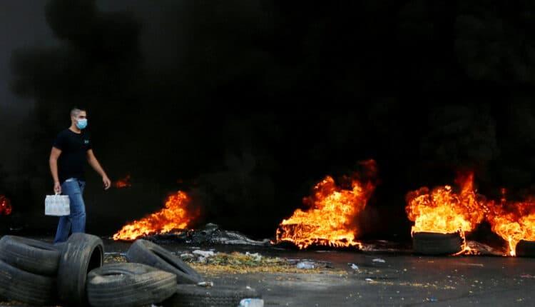 حرب شوارع وحرائق وسط بيروت يهتفون ضد السعودية