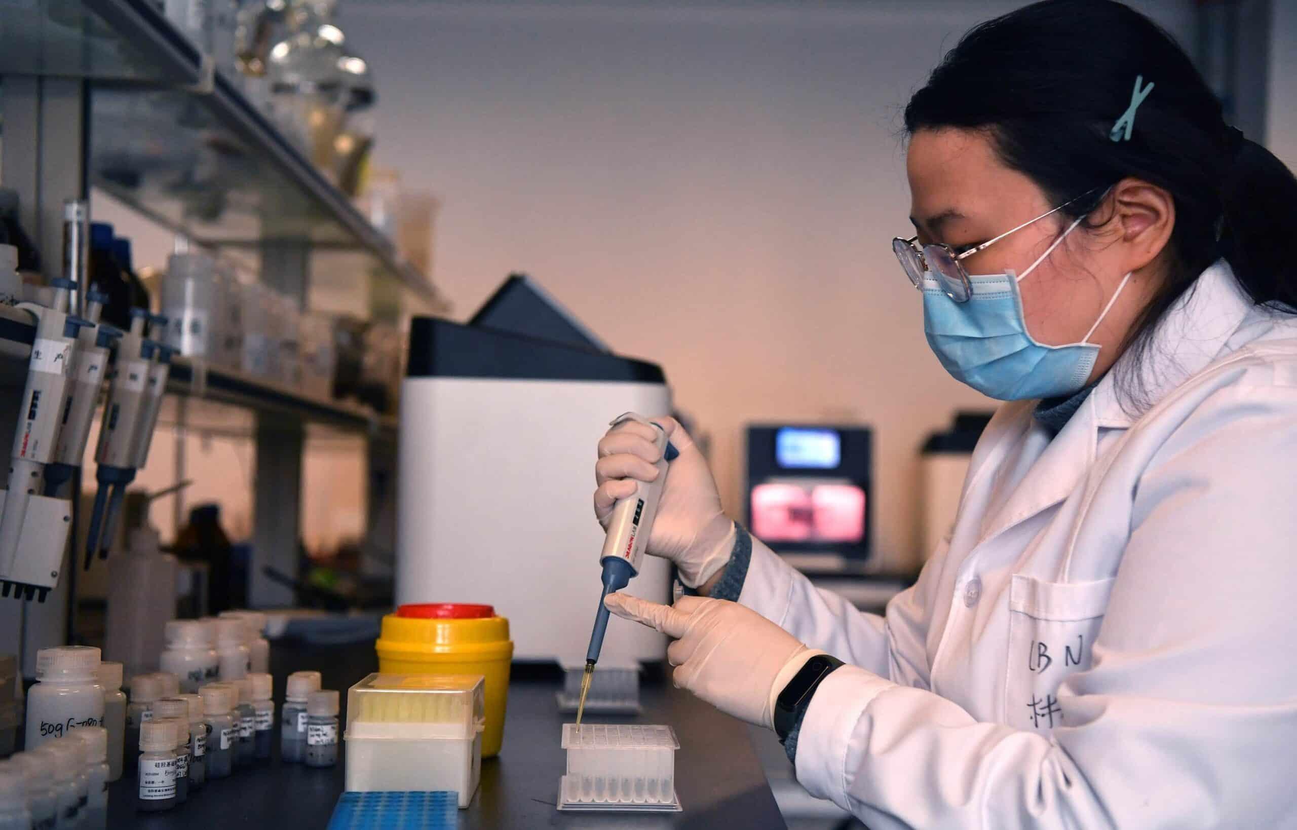 """السلطات الصينية تعلن توصلها لعلاج لـ""""كورونا"""".. سيجري توزيعه مجاناً خلال ساعات ومن هنا تسرب الفيروس"""