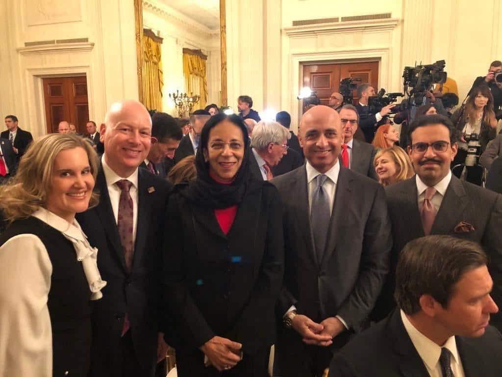 """مشاركتها مع سفيري الإمارات والبحرين أثارت غضباً كبيراً.. هكذا علّق العُمانيون على حضور سفيرتهم إعلان """"صفقة القرن"""""""