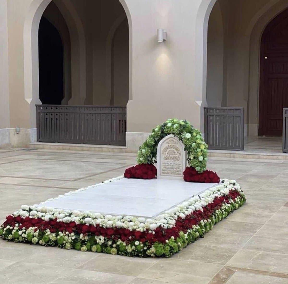 """""""شاهد"""" بعد أول يوم له في قبره .. عُمانيون فعلوا لسلطانهم ما لم يفعله أي مواطن لحاكمه"""