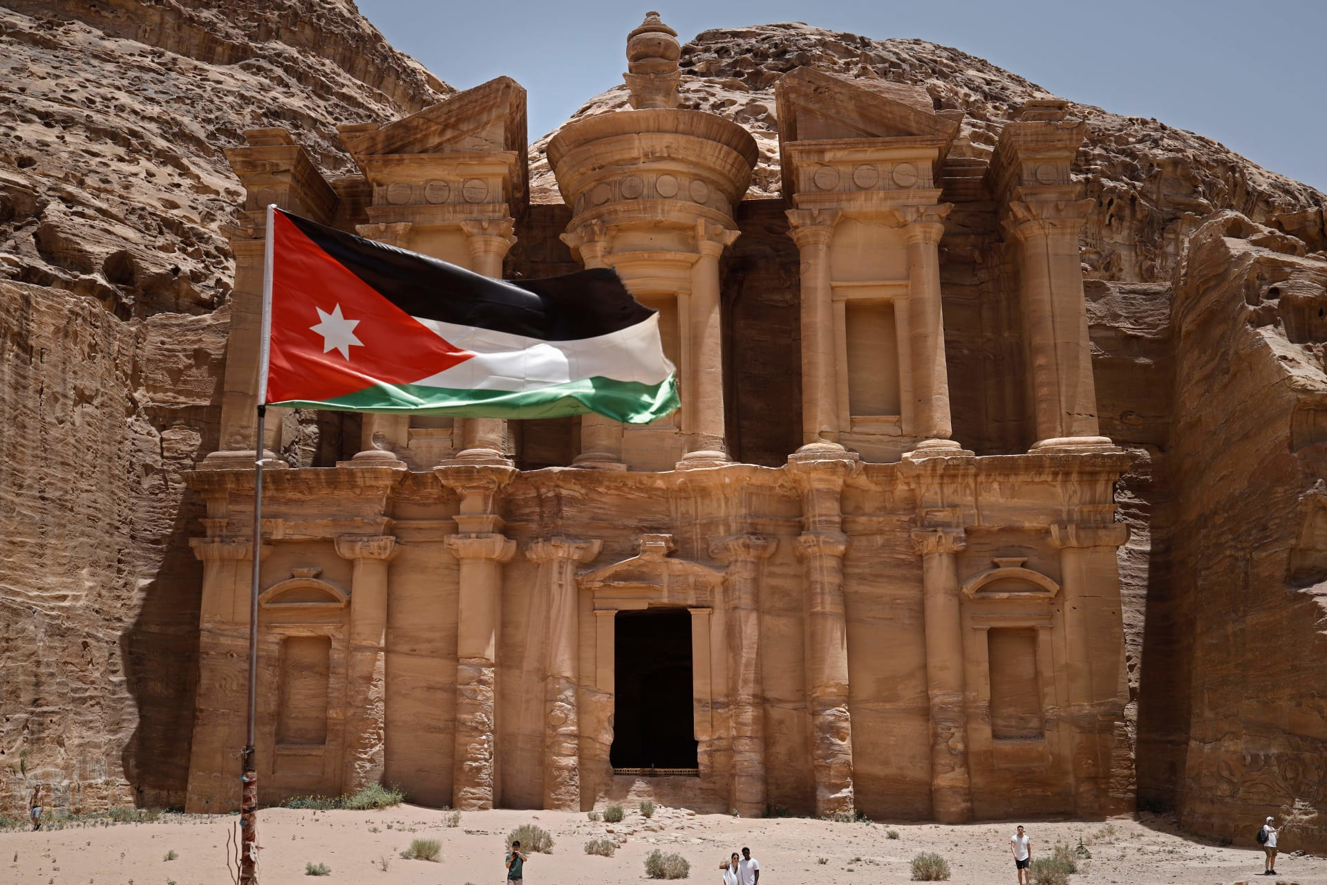 """""""أعجوبة"""" البتراء الأردنية … هل سيتملّك الإسرائيليون أراضٍ فيها؟"""