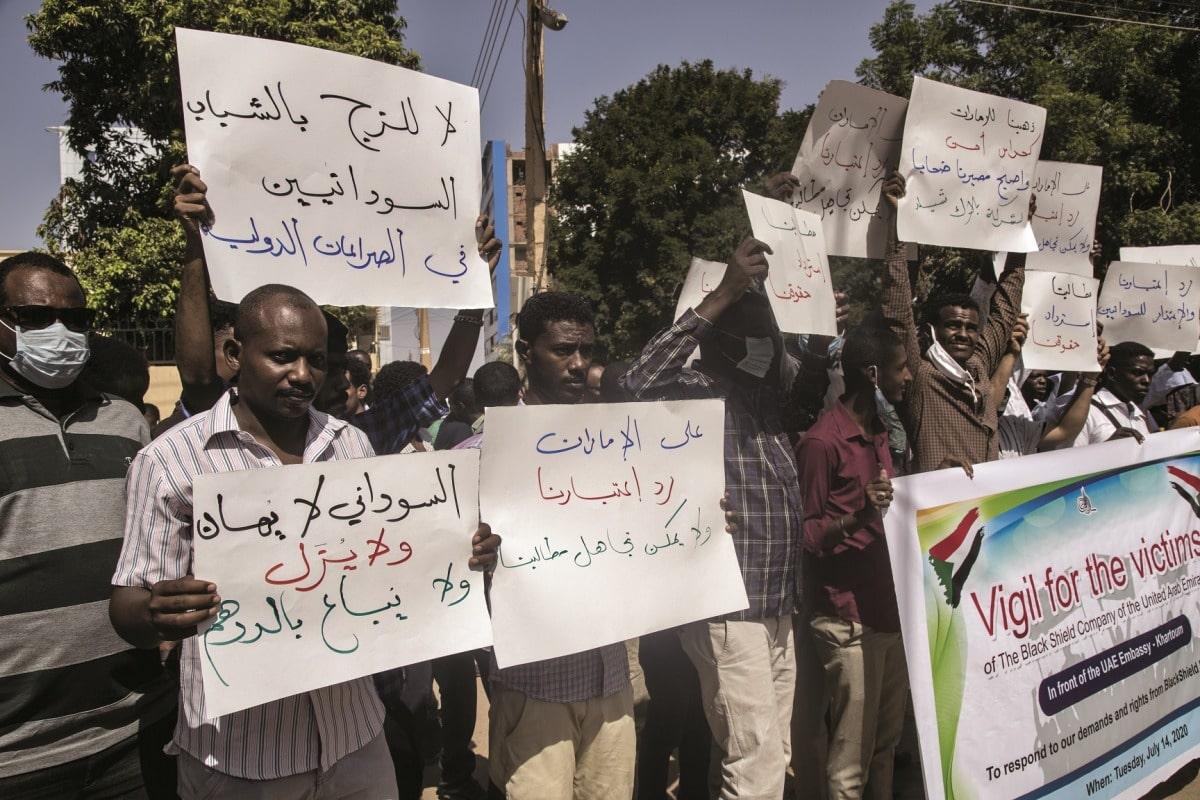 """شهادات كارثية.. ضحايا """"بلاك شيلد"""" يفضحون الإمارات ويكشفون مواقع تفريخ المرتزقة في أبوظبي"""