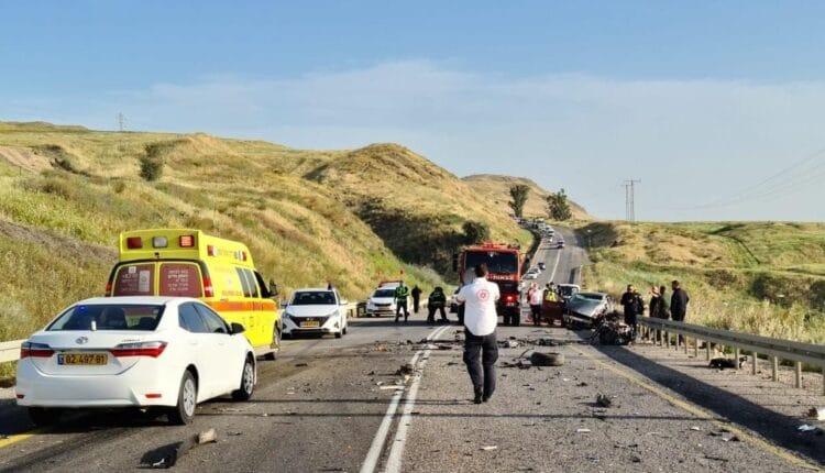 حادث سير مؤسف جراء انقلاب حافلة تقل طلابا على طريق الزرقاء المفرق