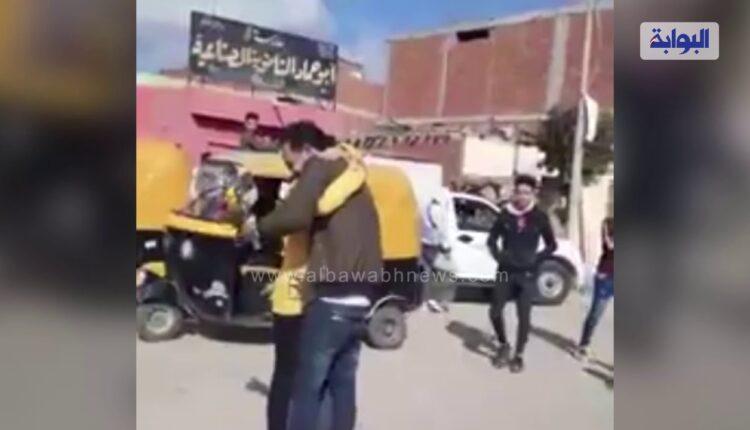 في مصر شاب احتضن خطيبته أمام مدرستها