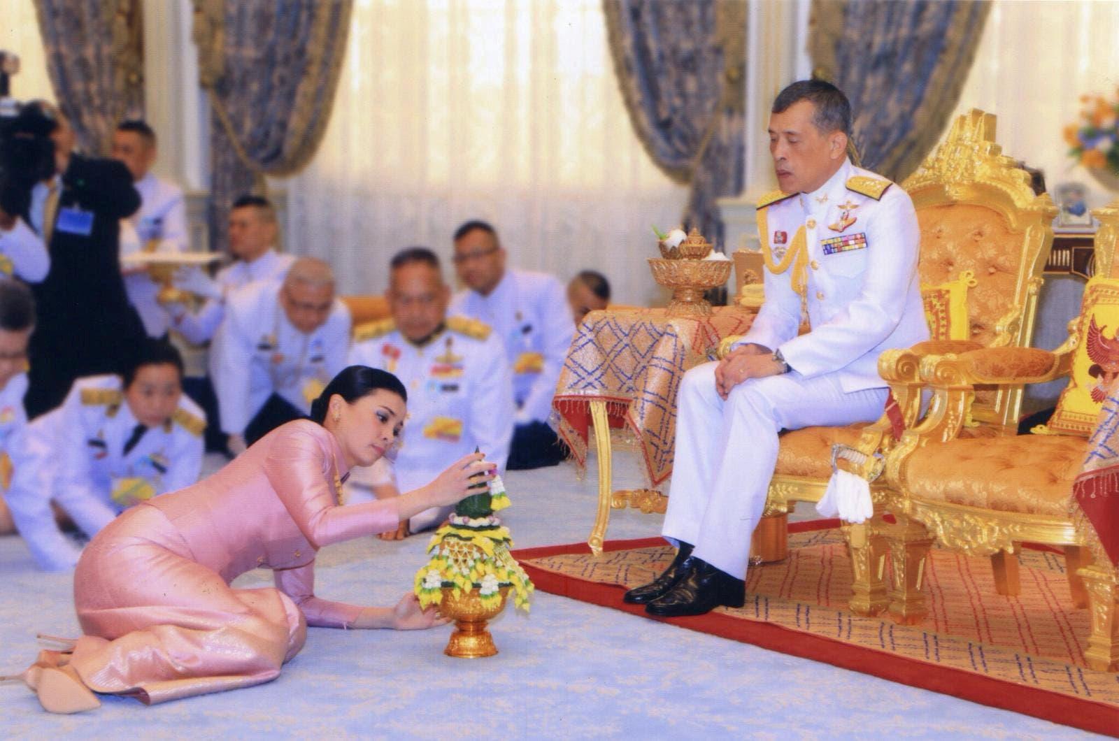 ملك تايلاند ترك شعبه لمصير مجهول في مواجهة الفيروس