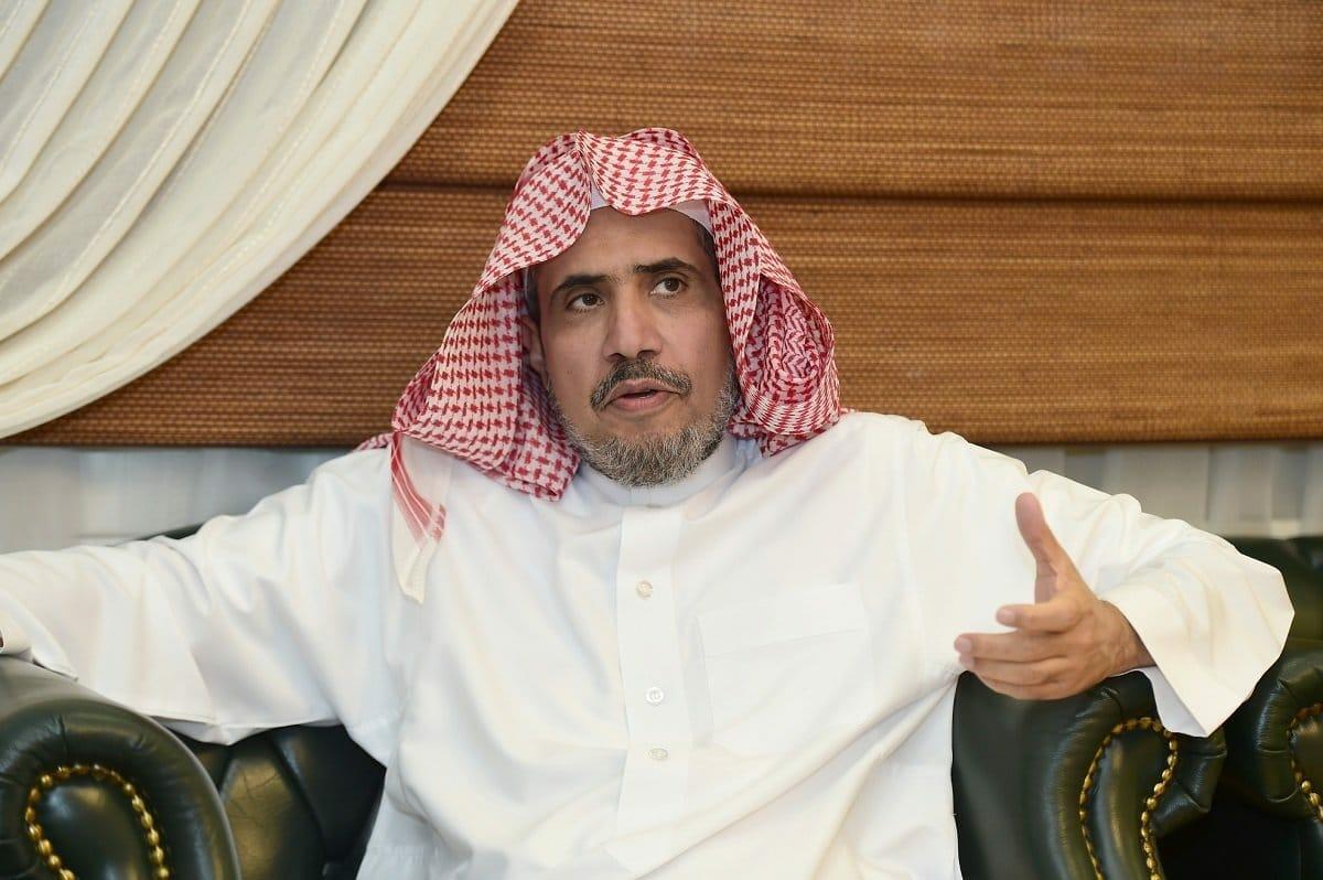 """تعليق """"ناري"""" لناشط عُماني بارز على أداء """"محمد العيسى"""" الصلاة في ذكرى ضحايا """"المحرقة"""""""