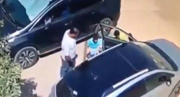 رجل يتحرش ب3 أطفال في مصر (لقطة من الفيديو)