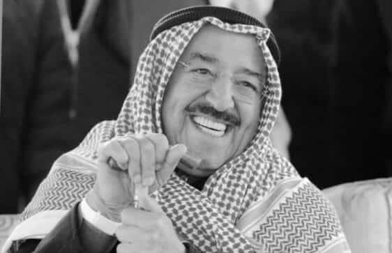 صور نادرة لم تشاهدوها من قبل لأمير الكويت الراحل الشيخ صباح الاحمد مع زوجته ووالدته