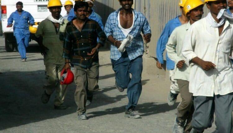 العمال في دبي