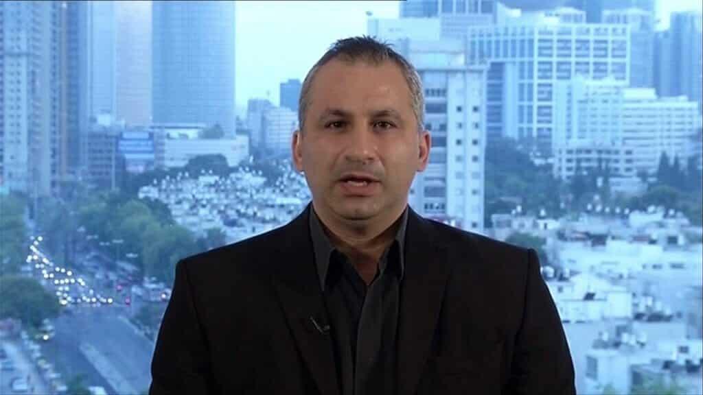 إيدي كوهين يثير الجدل بتحذيره من عمل إرهابي في الكويت وحدد مكانه