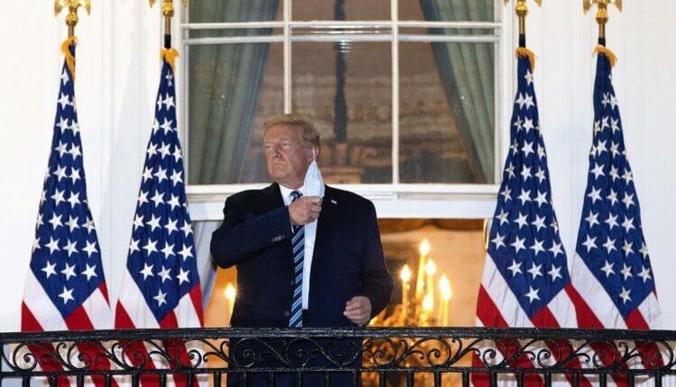 دونالد ترامب يخلع الكمامة