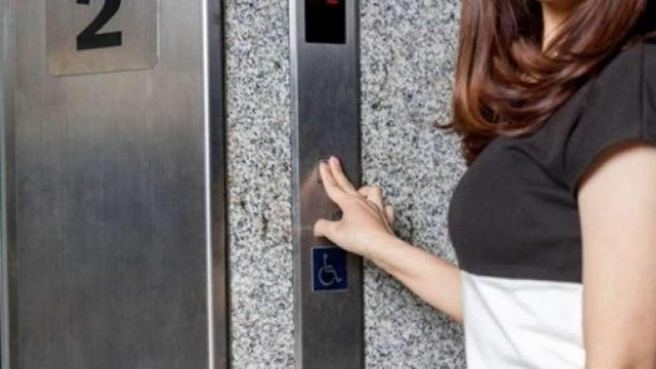 تحرش بفتاة في مصعد بمدينة دبي في الإمارات