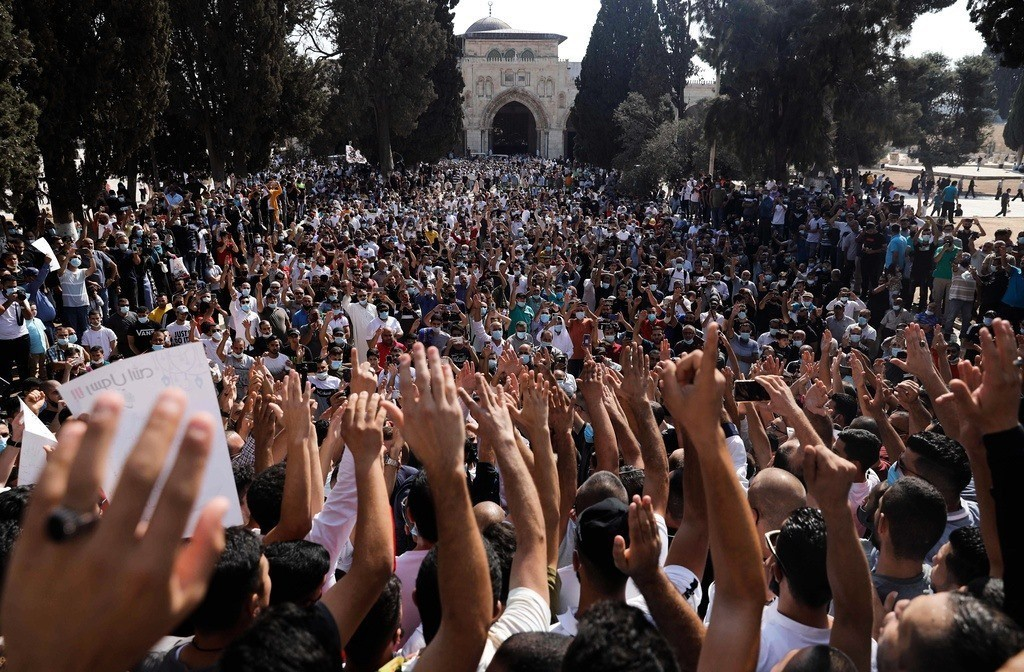 تظاهرة في المسجد الاقصى المبارك بعد صلاة الجمعة تنديدا بإساءة ماكرون للإسلام