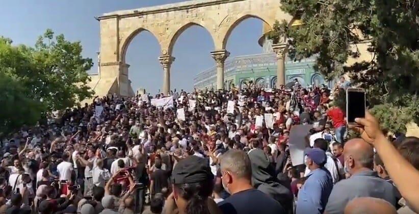 تظاهرة في المسجد الاقصى بعد صلاة الجمعة تنديدا بإساءة ماكرون للإسلام