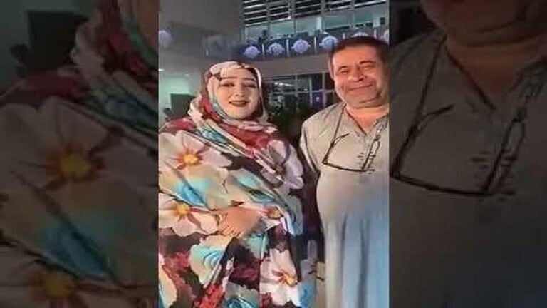 """""""شاهد"""" دبلوماسي عراقي يثير غضب وزارة الخارجية بعدما ظهر بـ الجلابية مع مطربة مشهورة داخل أحد الفنادق"""